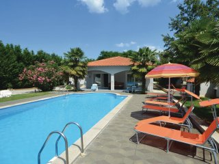 4 bedroom Villa in Cancini, , Croatia : ref 5564236