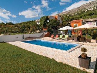 4 bedroom Villa in Visak, Splitsko-Dalmatinska Zupanija, Croatia : ref 5563576