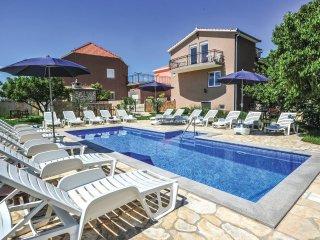 6 bedroom Villa in Šestanovac, Splitsko-Dalmatinska Županija, Croatia : ref 5563