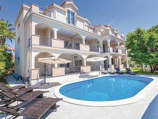 4 bedroom Apartment in Kastel Stafilic, Splitsko-Dalmatinska Županija, Croatia :