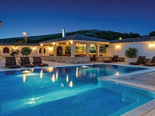 8 bedroom Villa in Gornji Seget, Splitsko-Dalmatinska Županija, Croatia : ref 55