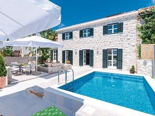 3 bedroom Villa in Poljice, Dubrovacko-Neretvanska Zupanija, Croatia : ref 55619