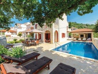 5 bedroom Villa in Cerjan, Dubrovacko-Neretvanska Zupanija, Croatia : ref 556187