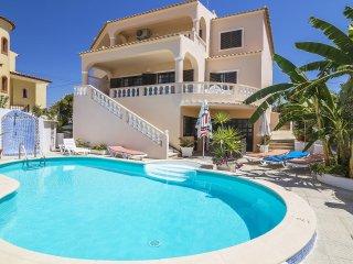 4 bedroom Villa in Armação de Pêra, Faro, Portugal : ref 5561424