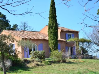 A Roussillon, belle villa, spacieuse et de standing avec piscine