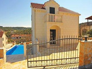 3 bedroom Villa in Sutivan, Splitsko-Dalmatinska Zupanija, Croatia : ref 5560115