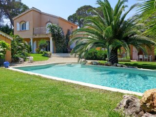4 bedroom Villa in Saint-Aygulf, Provence-Alpes-Cote d'Azur, France : ref 555999