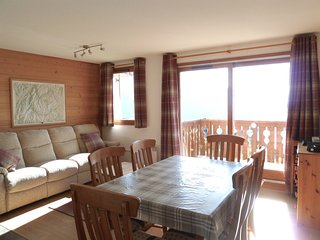 7p, 3 bed apartment situated directly on the piste!