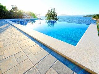 7 bedroom Villa in Maslinica, Splitsko-Dalmatinska Zupanija, Croatia : ref 55596