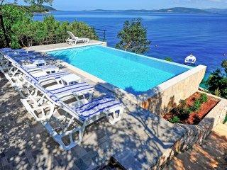 7 bedroom Villa in Maslinica, Splitsko-Dalmatinska Županija, Croatia : ref 55596