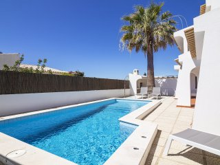 4 bedroom Villa in Galé, Faro, Portugal : ref 5558815