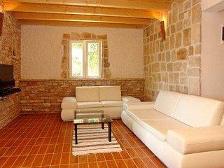 4 bedroom Villa in Gornji Humac, Splitsko-Dalmatinska Županija, Croatia : ref 55