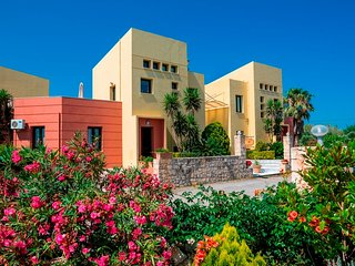 3 bedroom Villa in Pýrgos Psilonérou, Crete, Greece : ref 5557079