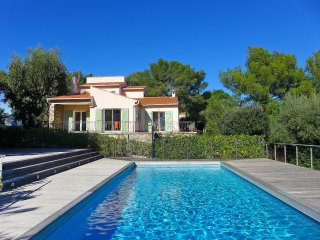 4 bedroom Villa in Faviere, Provence-Alpes-Cote d'Azur, France : ref 5555000