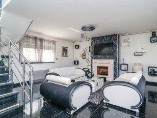 2 bedroom Villa in Supetar, Splitsko-Dalmatinska Zupanija, Croatia : ref 5547742