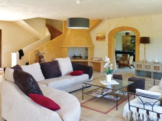 6 bedroom Villa in Pont-Royal, Provence-Alpes-Côte d'Azur, France : ref 5543882