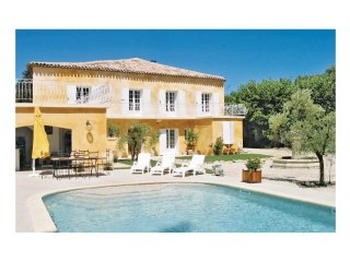 5 bedroom Villa in L'Isle-sur-la-Sorgue, Provence-Alpes-Côte d'Azur, France : re
