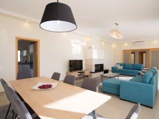 5 bedroom Villa in Ferragudo, Faro, Portugal : ref 5536506