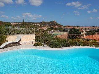 Residenza Maccioni: lussuosa villa con piscina privata e vista mare