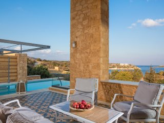 Loutraki Villa Sleeps 6 with Pool and Air Con - 5512936