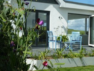 Luxury romantic Cottage for 2 Nr Padstow, with views, lovely garden and parking