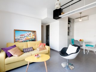 C43. Colorful, Spacious, Perfect 2 BR apartment, s