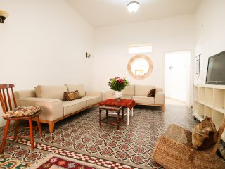 SR 9 - Authentic Neve Tsedek House, with Oriental