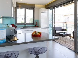 BY50 - 3 BR. Ben Yehuda Tlv. Luxury. 50m Beach, w/