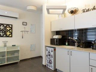 BY31 - Cosy 1 BR with terrace - Ben Yehuda/Bogrash