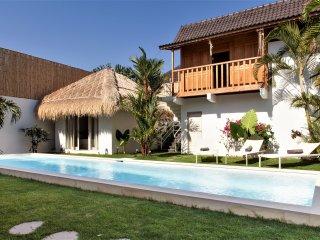 Superb 4BR Villa in SEMINYAK I Pool 14x4m I Staff I 5mn to the BEACH I 10 pax