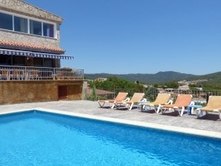 Lloret de Mar Villa Sleeps 12 with Pool Air Con and WiFi - 5311609