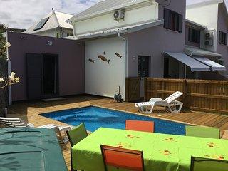 VILLA LE CATTLEYA, villa neuve au calme avec piscine privee proche du lagon