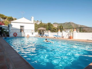 MIJAS PUEBLO TOWNHOUSE WITH 2 BEDS & COMMUNAL POOL-SLEEPS 4