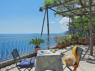 Positano Villa Sleeps 2 with Air Con - 5228683
