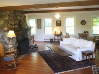 Silver Lake Retreat, minutes to Woodstock