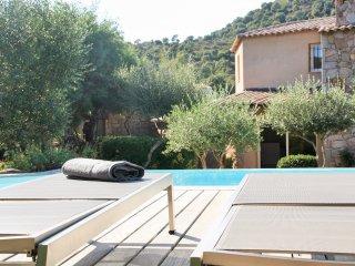 Villa de Prestige en pierre à 2 min des plages de Santa Giulia et Palombaggia