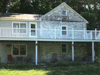 Historic 1800 secluded Stone River House, private river area