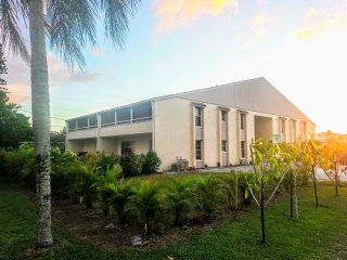 Tropical Dreams Sarasota  -  Close to Siesta Key 2Br  King beds  Lanai  Villa #5