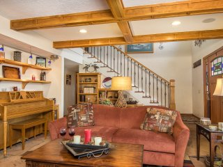 2 bedroom/2 bath Country Retreat Near Skiing and the Grand Canyon