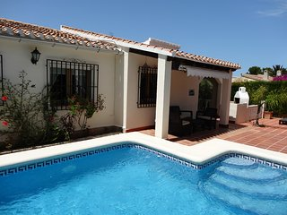 Luxury villa, La Sella, sleeps 5, Private pool, flat garden, air con, wifi.