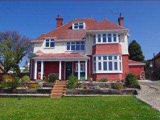 Spacious Edwardian House, Sleeps 10, Stunning Sea Views over Colwyn Bay