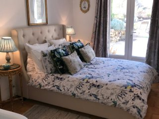 Self contained 2 Double Bed Apartment with Swimming Pool in Beautiful Setting.