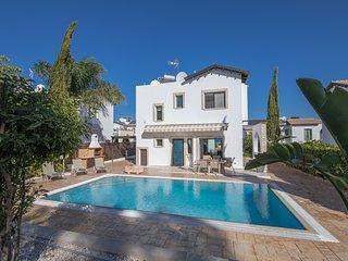 Anatoli 20, 3 Bed luxury villa, 5 minutes walk from Konnos Beach