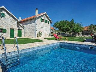 4 bedroom Villa in Medvidovici, Splitsko-Dalmatinska Zupanija, Croatia : ref 556