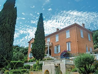 5 bedroom Villa in Hyères, Provence-Alpes-Côte d'Azur, France : ref 5565577