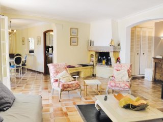 2 bedroom Apartment in Golfe-Juan, Provence-Alpes-Côte d'Azur, France : ref 556