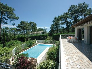 4 bedroom Villa in Le Moutchic, Nouvelle-Aquitaine, France : ref 5565407