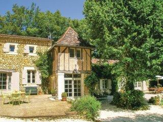 5 bedroom Villa in Saint-Martin-des-Combes, Nouvelle-Aquitaine, France : ref 556