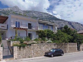 4 bedroom Villa in Makarska, Splitsko-Dalmatinska Zupanija, Croatia : ref 556353