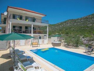 5 bedroom Villa in Zagvozd, Splitsko-Dalmatinska Zupanija, Croatia : ref 5563506